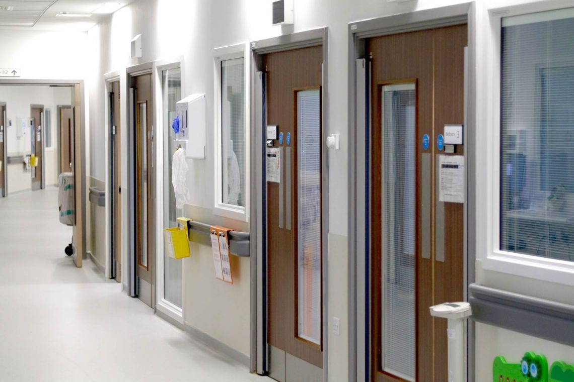 Paediatric unit: Ejecting wandering fingers
