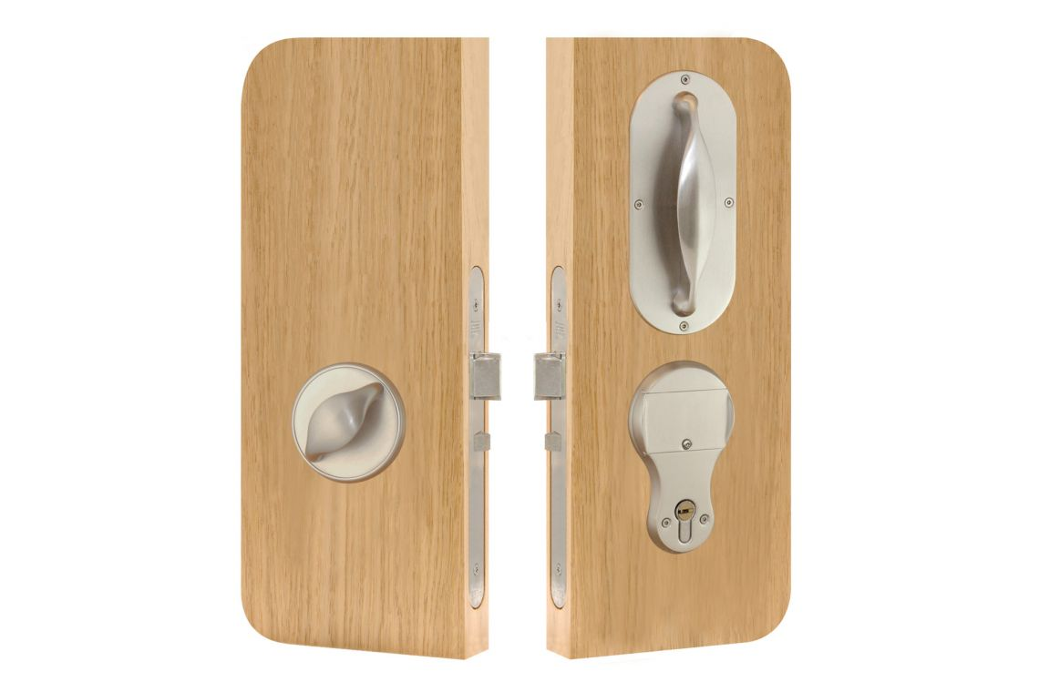 66 - Automatic Night Latch lockset (Handle inside)
