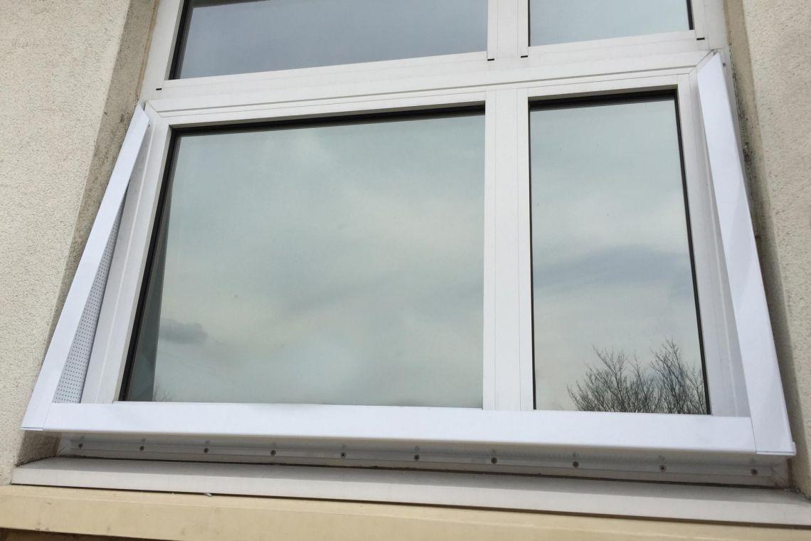 Double-flanged window restrictors